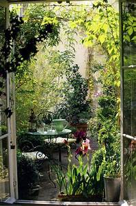 20 outdoor reading nooks with the secret garden home for Small secret garden ideas