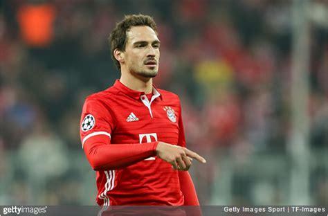 Fc bayern gibt mats hummels an borussia dortmund ab. Bayern Munich: Mats Hummels Chucks Hot Coffee All Over ...
