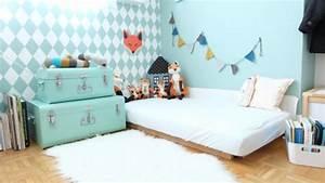 gallery of lit bb montessori parquet clair matelas blanc With couleur gris clair peinture 19 pochoir nuage pour deco murale