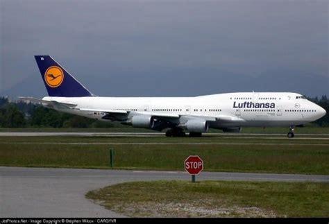 Fashions Era: Lufthansa Airlines