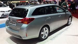 Toyota Auris Break Hybride : vid o en direct de gen ve 2013 toyota auris touring sports l 39 auris a malle au dos ~ Medecine-chirurgie-esthetiques.com Avis de Voitures