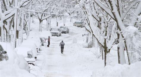 blizzard paralyzes   midwest   york times