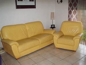 vends canape 3 places et un fauteuil en cuir jaune saint With canapé en cuir jaune