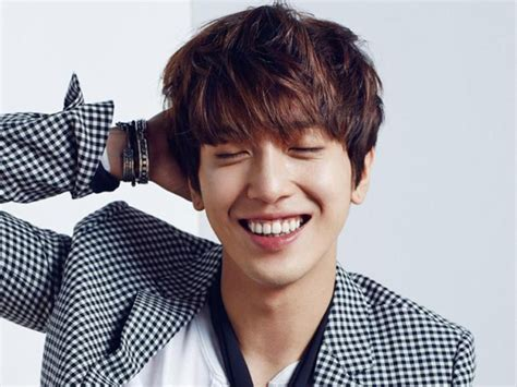 jung yong hwa  listed   top  highest earning  pop stars  yonghwas net worth