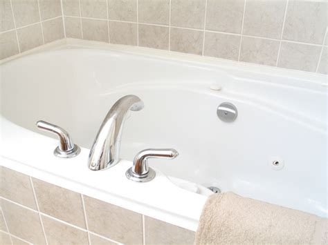 remove yellow stains  bathtub benjamin