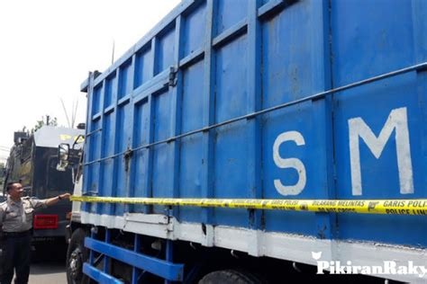 Cctv purwokerto anti baper 1 year ago. Loker Soper Truck Jember Hari Ini : Lowongan Kerja Sopir Truk Pertamina / Di tahun 2020 ini ...