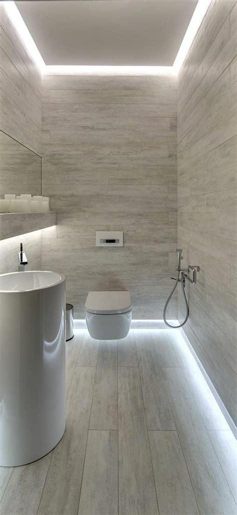 salle de bain avec mur en marbre gris blanc sdb