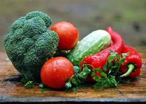Kā pareizi kārtot ledusskapī dārzeņus un ogas, lai tie ...