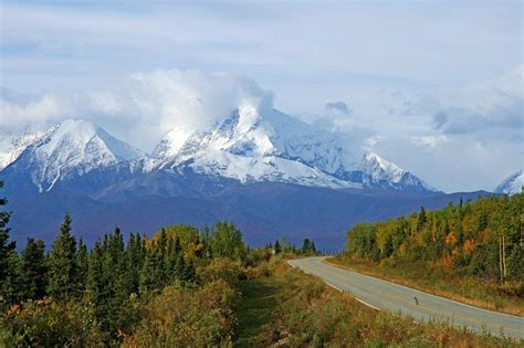 alaska wilderness mountains  photo  pixabay