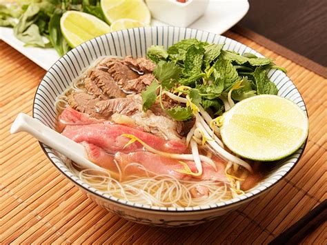 how to make food how to make traditional vietnamese pho the food lab serious eats