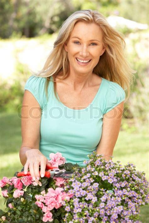 Junge Frau Garten  Stockfoto Colourbox