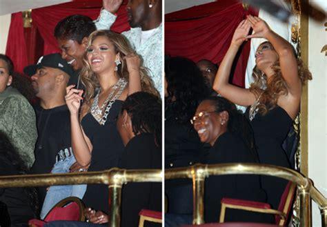 Illuminati Z And Beyonce by Beyonce Flash An Illuminati Symbol During The Bowl