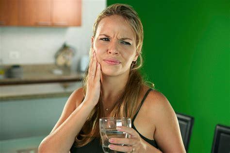 Stress, nepareiza zobu birste un skābi ēdieni - jutīgu ...