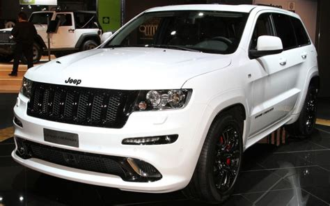 white  jeep grand cherokee srt