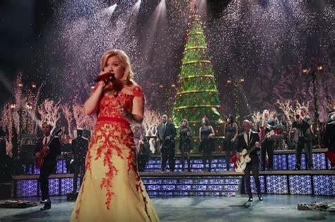 clarkson christmas tree clarkson idolator 3867