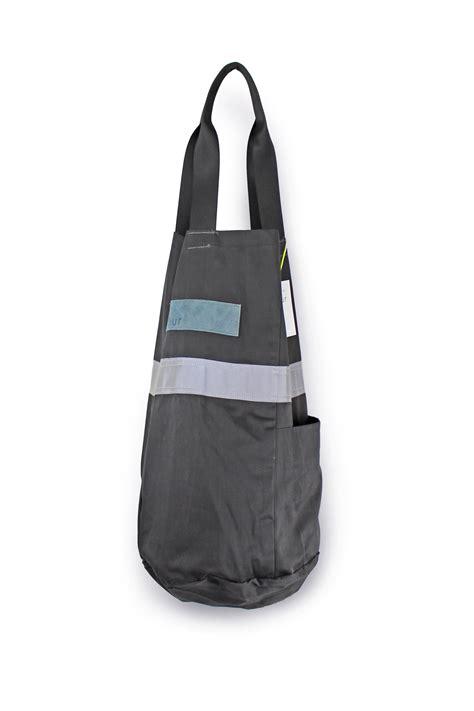 ditty bag small grey stripe pōur