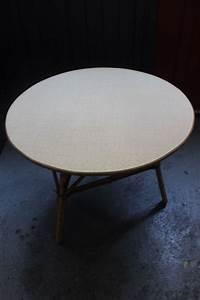 Table Basse Rotin : table basse ronde en rotin de manille 1960 vintage by fabichka ~ Teatrodelosmanantiales.com Idées de Décoration