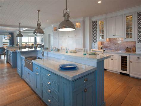 White Coastal Kitchen Pictures