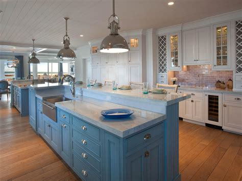 White Coastal Kitchen Pictures By The Serene Seaside