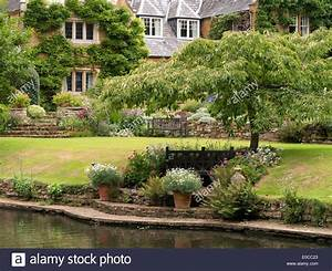 Old English Manor House with lake and gardens, Coton Manor ...
