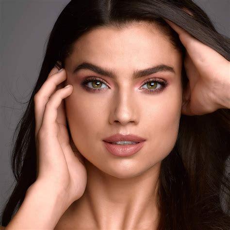 achieve  monochromactic makeup   light skin maybelline