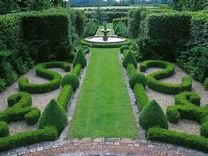 French garden design hgtv for Designer gardens landscaping