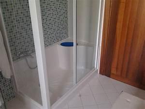 Trasformare vasca da bagno in box doccia su misura a