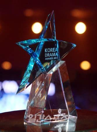 [photo] Lee Min Ho Has Won 2 Awards At Kdf 2011 ♥♥love