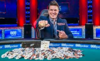 Poker Millionaire Gives Away Thirty Thousand Dollars On