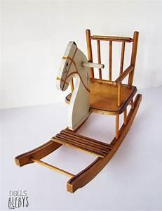 Cheval En Bois à Bascule : cheval bascule en bois de la marque torck pour les poup es ~ Teatrodelosmanantiales.com Idées de Décoration