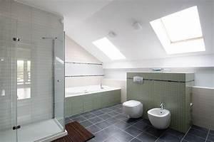 salle de bain moderne sous les toits avec douche ae habitat With carrelage adhesif salle de bain avec éclairage combles led