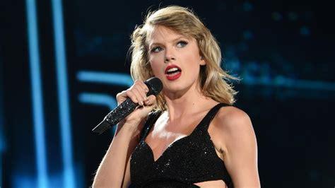 Fan-Attacke auf Taylor Swift: Mann stürmt Bühne und wird ...