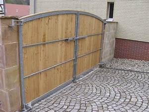 Einfahrtstor Selber Bauen : gartentore aus holz und metall ~ Lizthompson.info Haus und Dekorationen