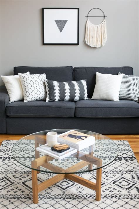 Decorating Ideas For Living Room With Grey Sofa by Black And Gray Living Rooms What Color Rug Goes With A