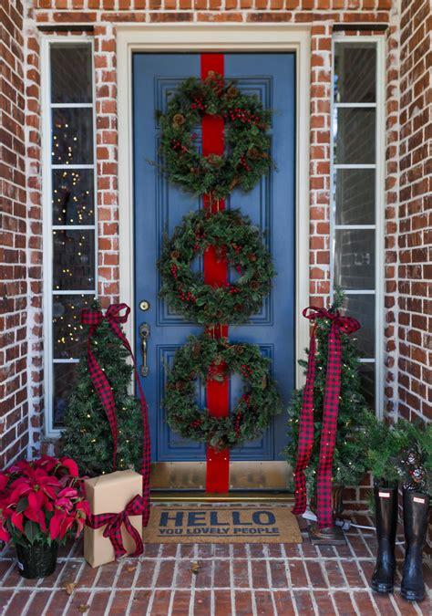 simple christmas front door decor ideas