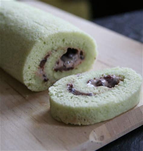 cuisine haricot vert gâteau roulé vert au pandan et haricots rouges japonais