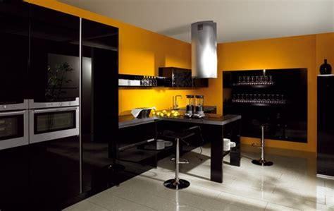 cuisine noir et jaune quelle couleur de mur pour une cuisine avec des meubles
