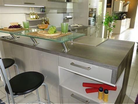 Schüller-musterküche Hochglanzlack Küche Mit Holzoptik Arbeitsplatte