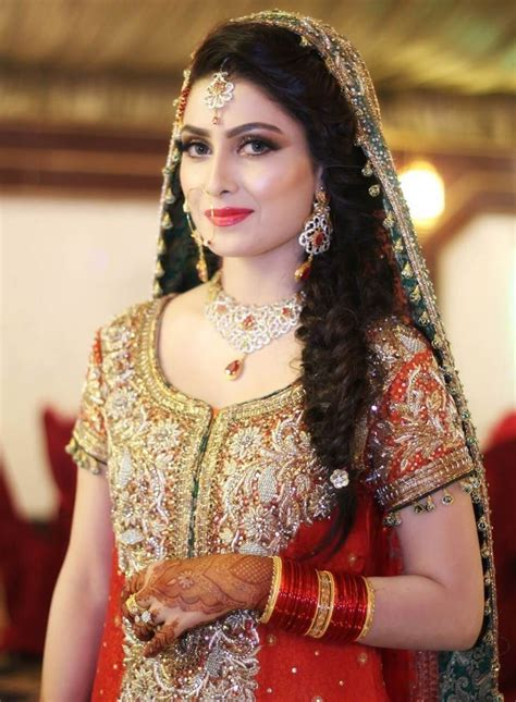 hairstyles  mehndi party function fashion tips