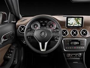 Nouveau Mercedes Gla : mercedes benz d voilera la version de production du nouveau gla francfort vusmag ~ Voncanada.com Idées de Décoration
