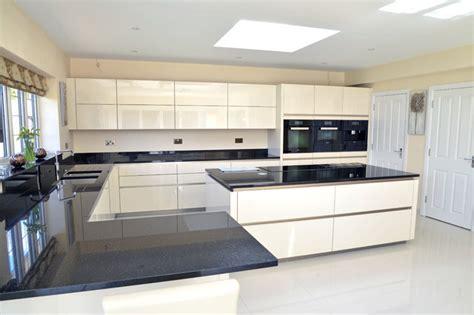 high gloss  white handleless kitchen  amwell