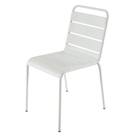chaise de jardin blanche chaise de jardin en métal blanche batignolles maisons du