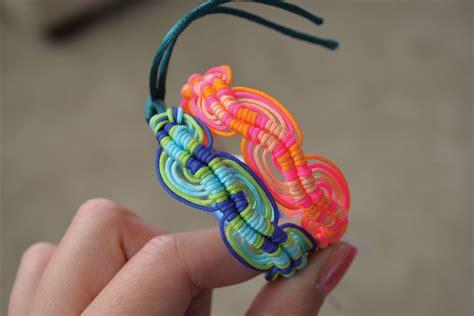wavy friendship bracelet fun family crafts
