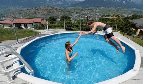 Heisse Preisschlacht Der Eigene Swimmingpool Wird