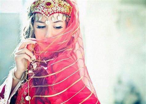 traditional dress  azerbaijan traditional lady
