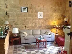 Comment décorer des murs en pierre?