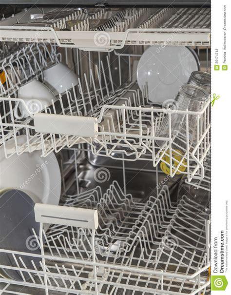 comment nettoyer l interieur d un lave vaisselle 192 l int 233 rieur d un lave vaisselle photos stock image 35174713