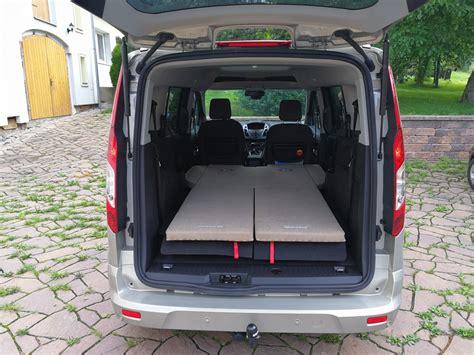 Spaní v autě Ford Tourneo Connect