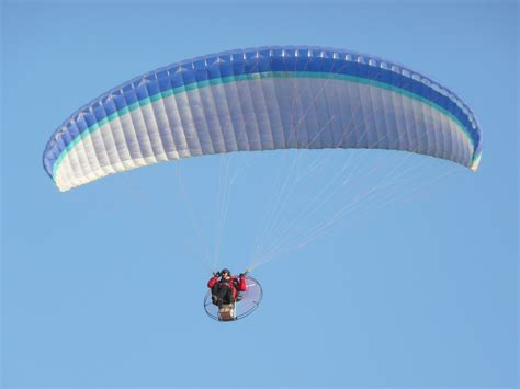 File:Powered paragliding 1450620.jpg - Wikimedia Commons