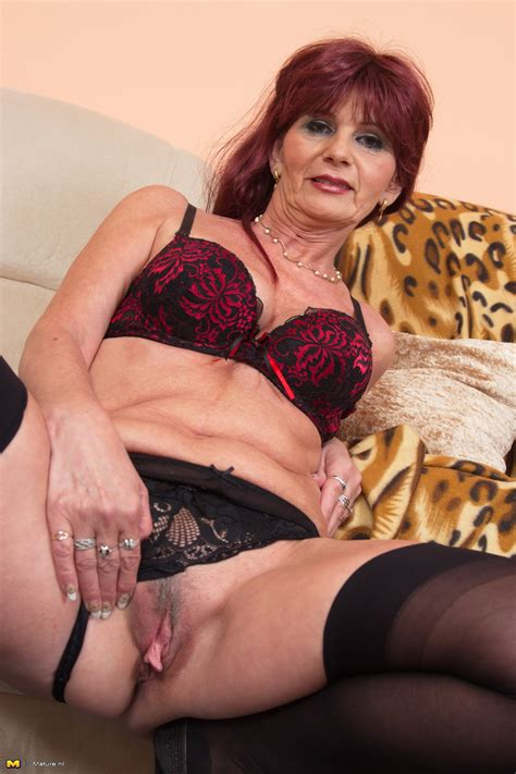 Old Woman Pussy By Auburn Haired Dame In Hot Stockings
